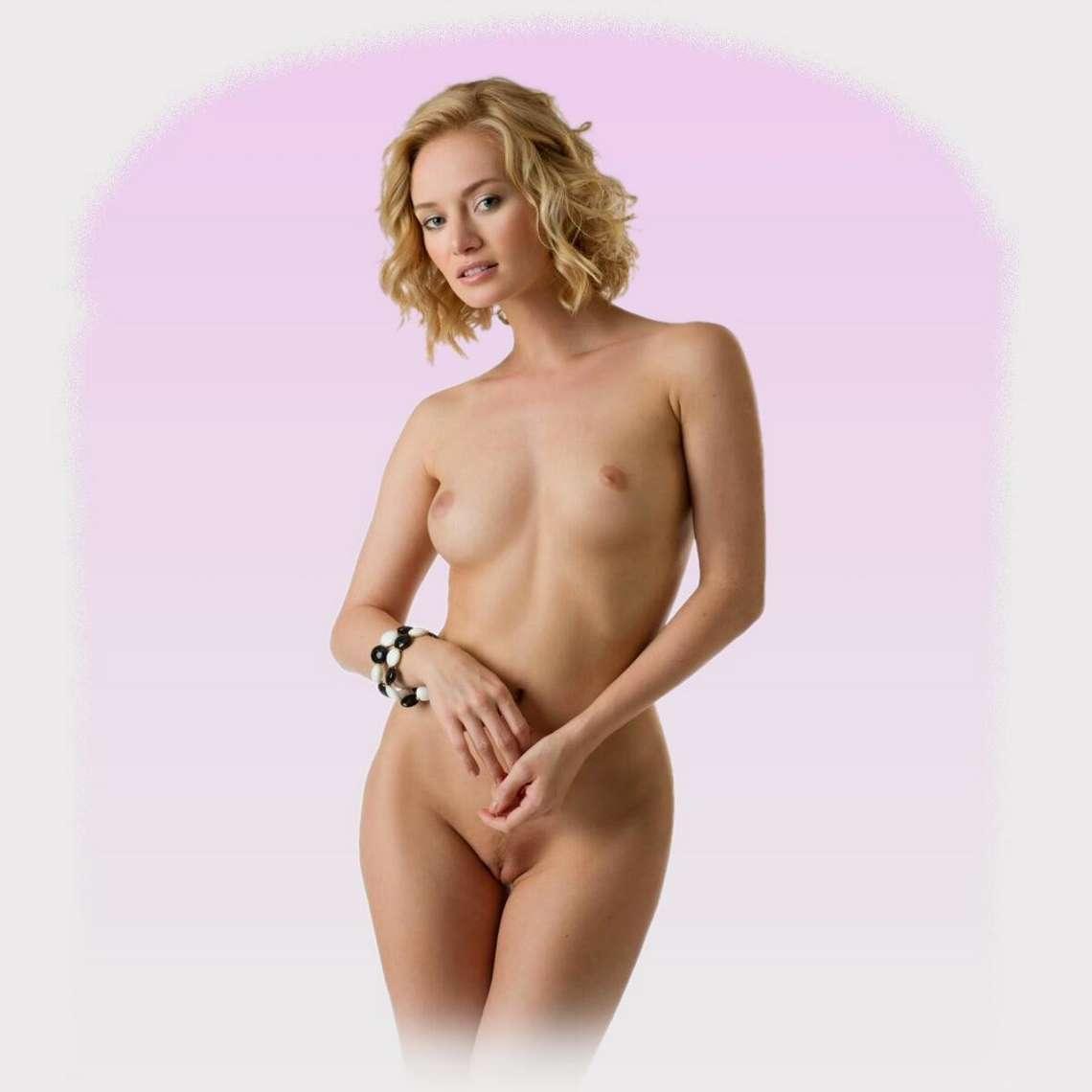 blonde bonasse nue petits nichons (100)