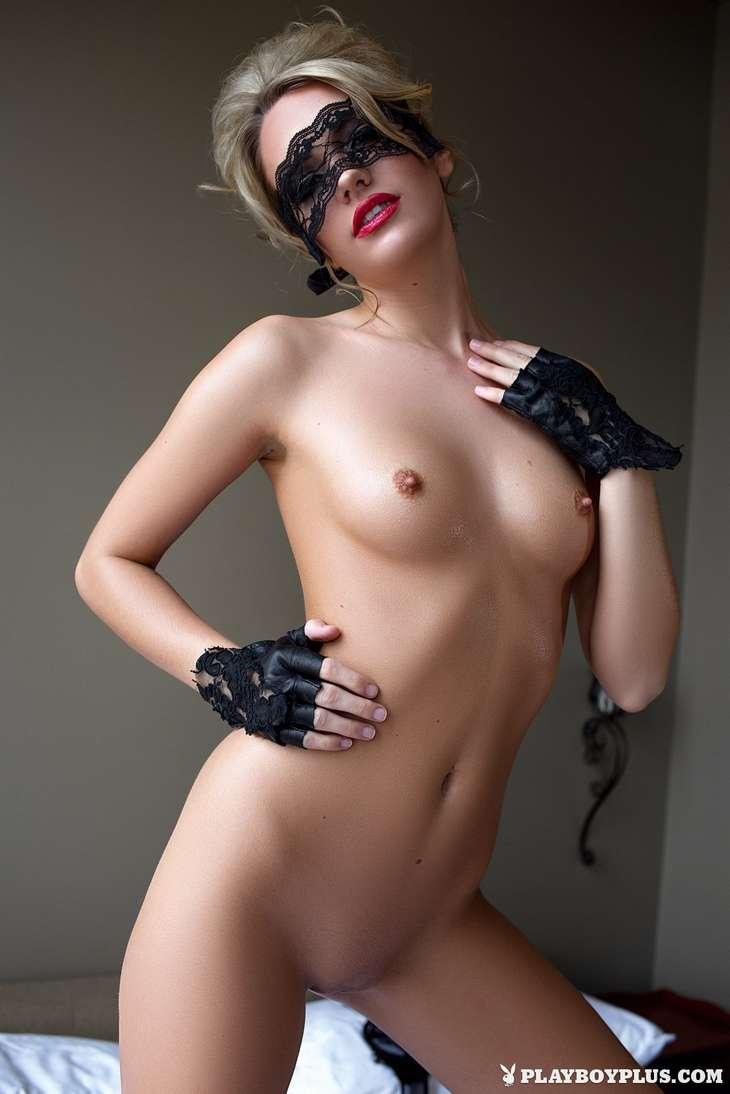 blonde bonasse tenue sexy nue (100)