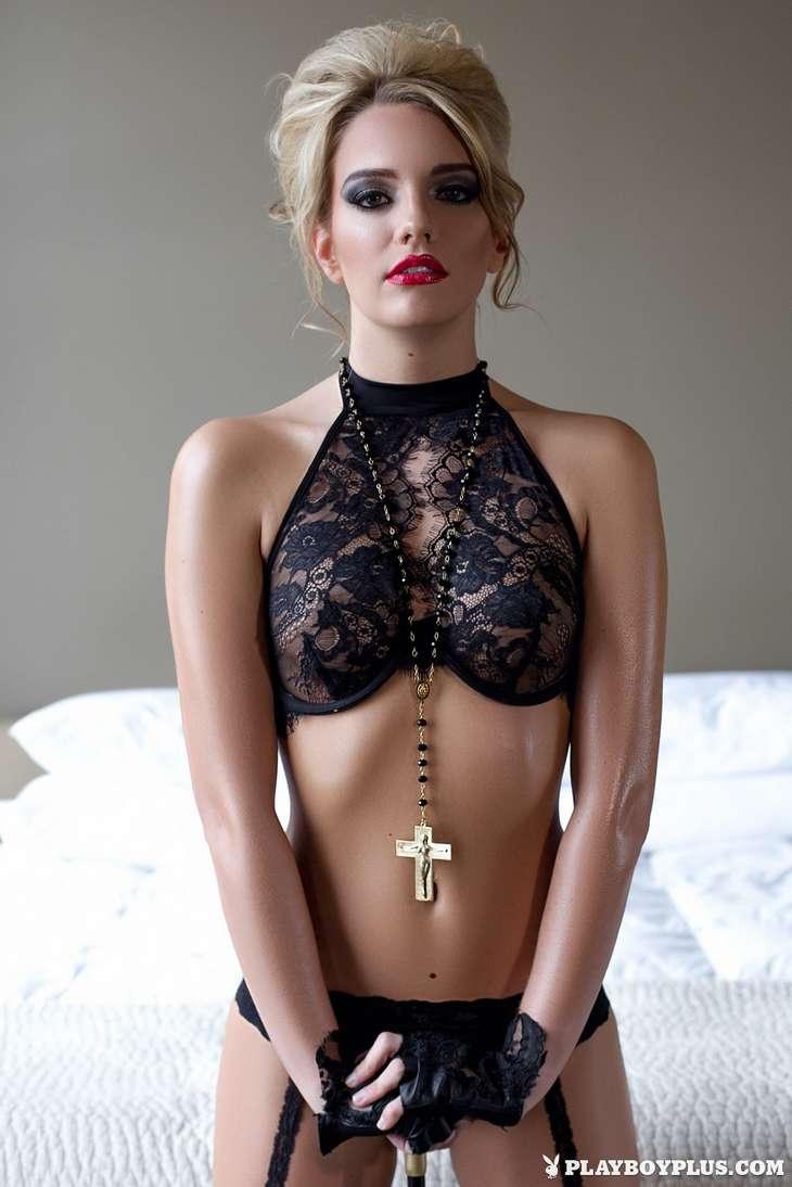 blonde bonasse tenue sexy nue (140)
