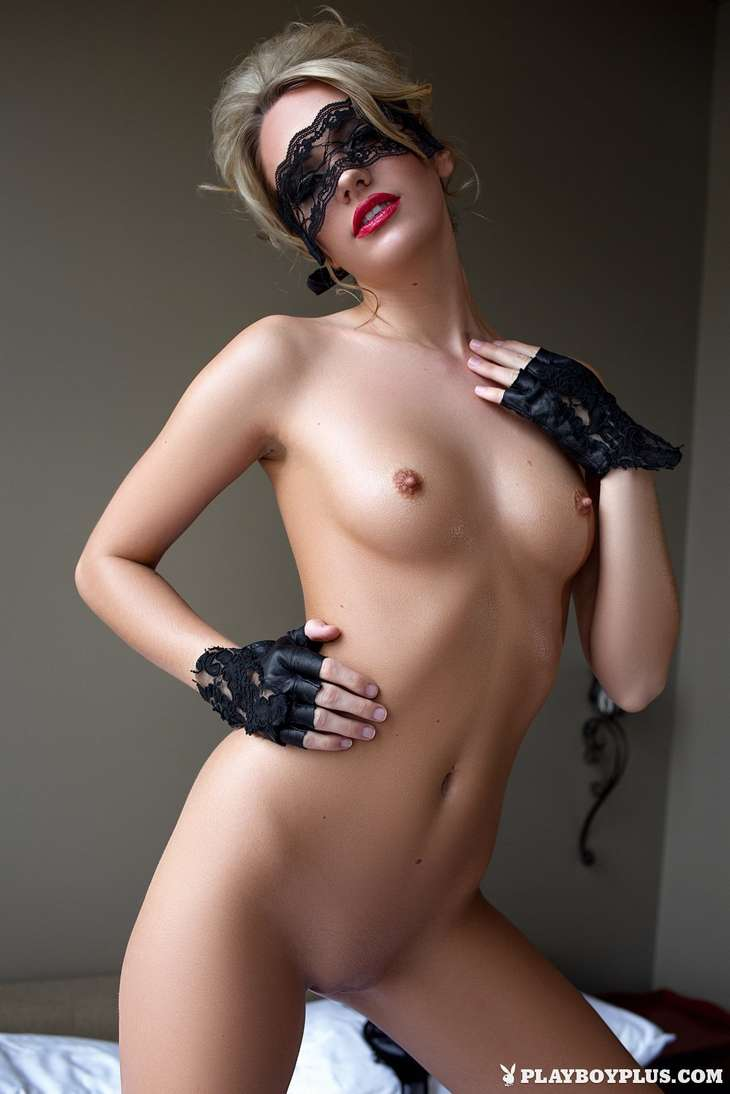 blonde bonasse tenue sexy nue (170)