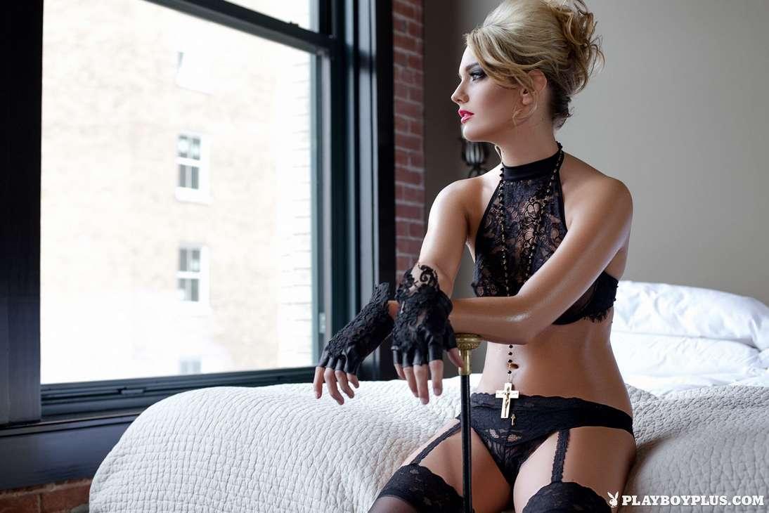 blonde bonasse tenue sexy nue (177)