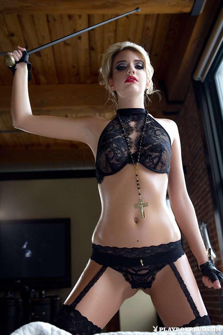 blonde bonasse tenue sexy nue (178)
