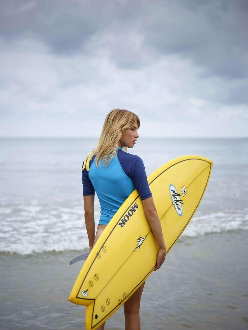blonde cul nu surfeuse (110)
