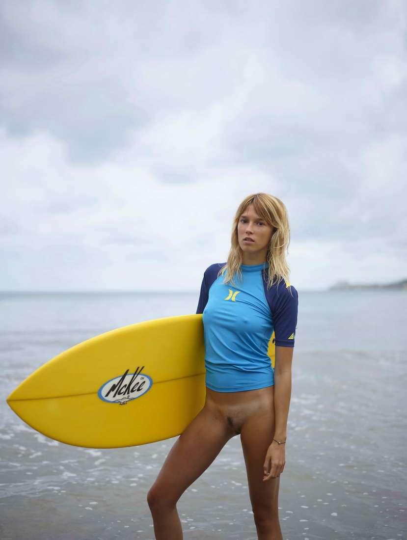 blonde cul nu surfeuse (111)