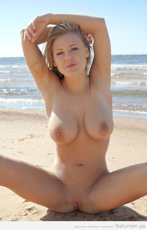 blonde nue topless plage (10)