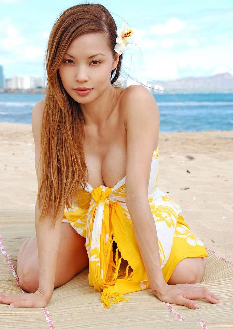 Milf asiatique aux gros seins