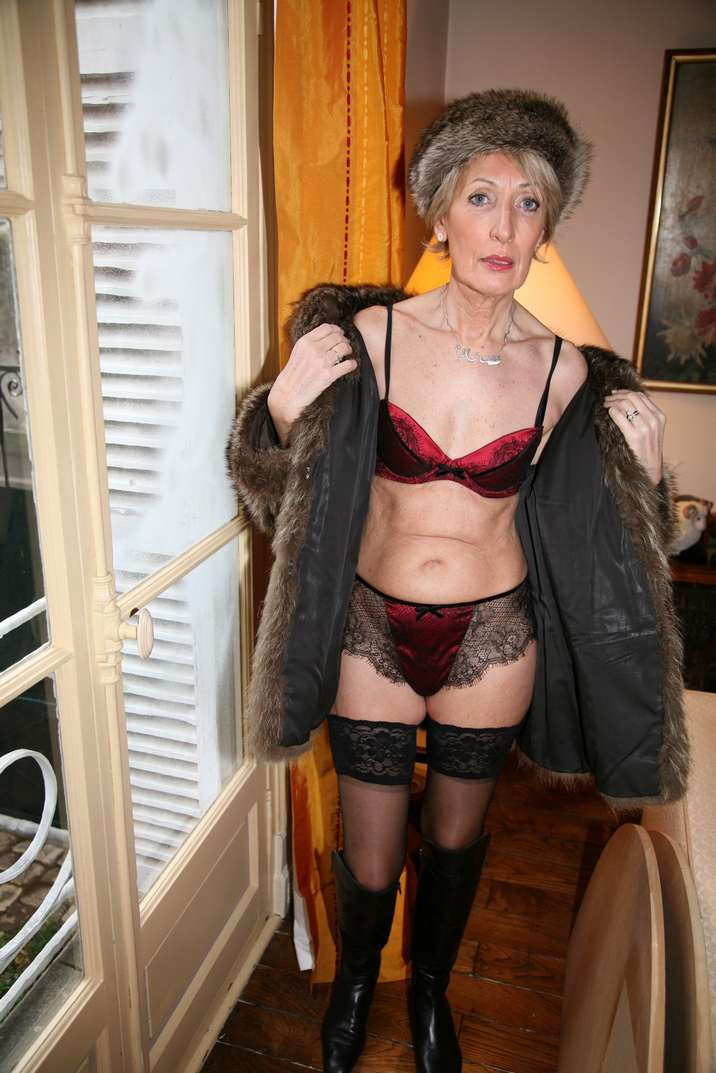 bourgeoise mature exhibe nue (33)