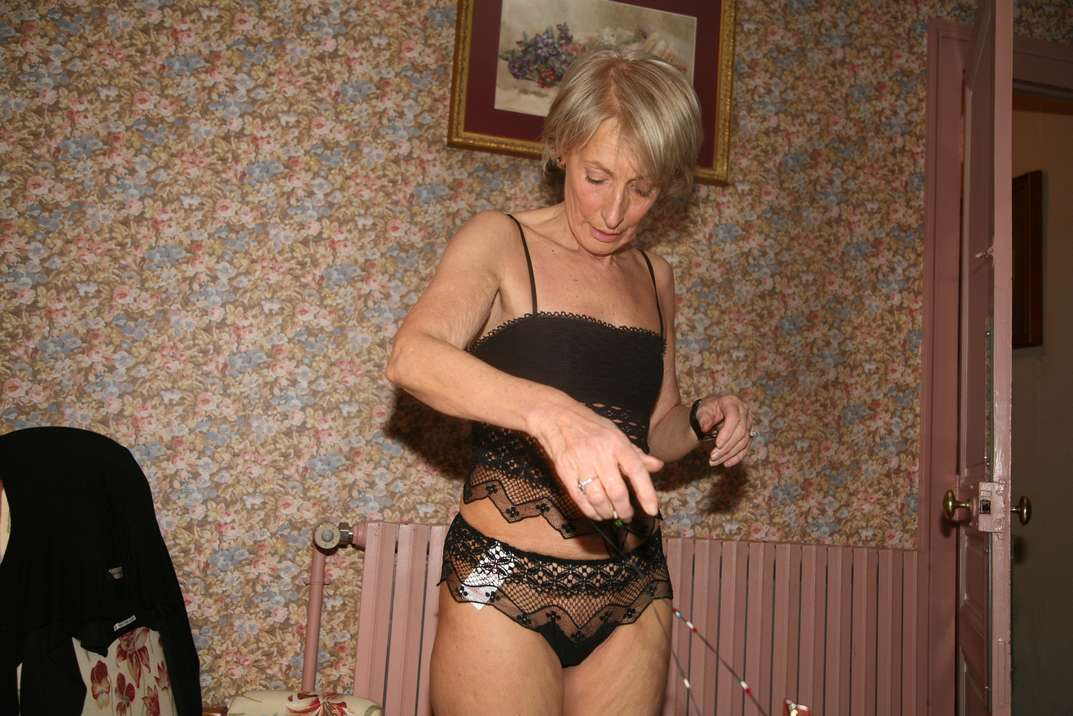 bourgeoise mature exhibe nue (35)