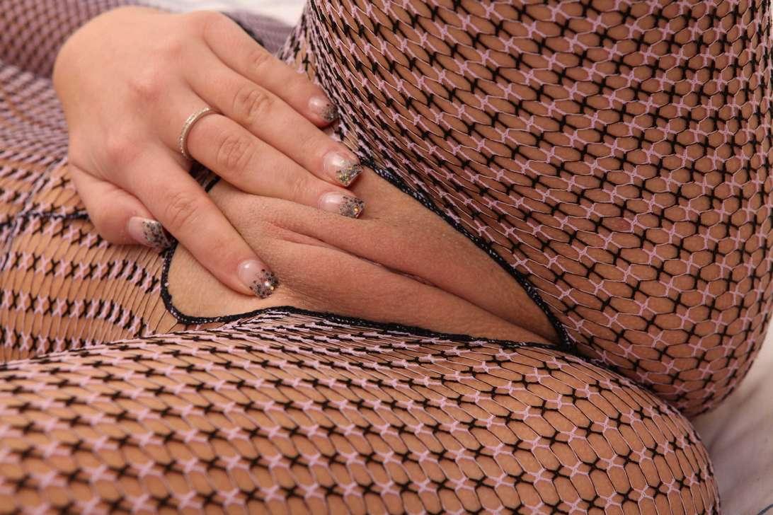 brune bonasse gros nichons nue (125)