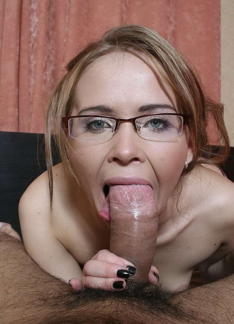 coquine lunettes nue anal (111)