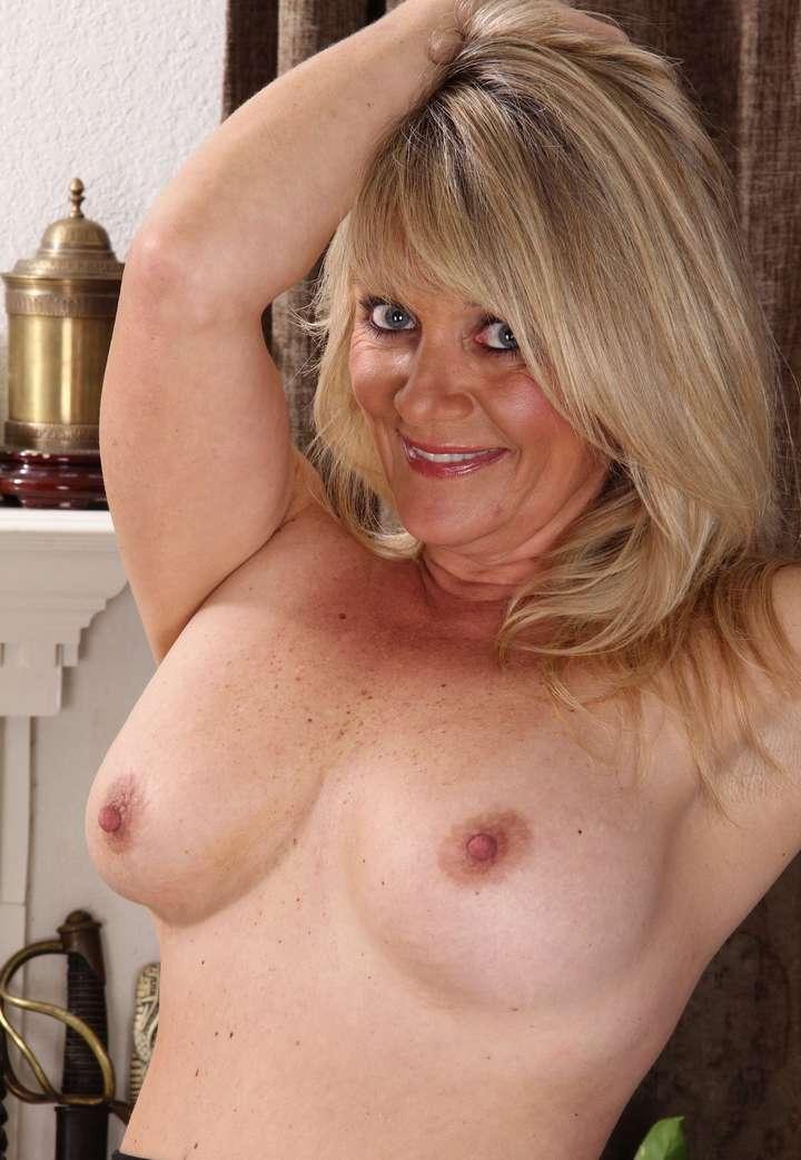 cougar blonde sexy (101)