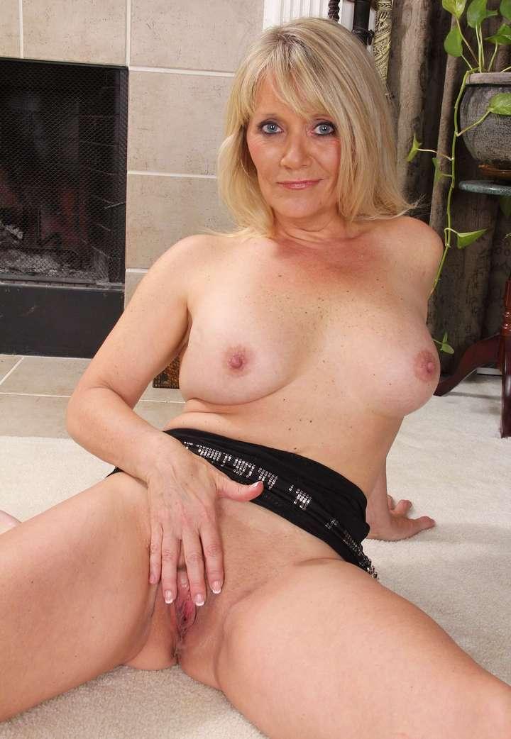 cougar blonde sexy (115)