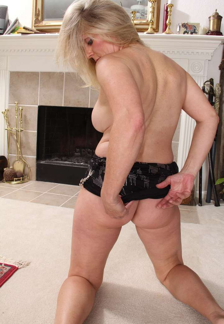 cougar blonde sexy (116)