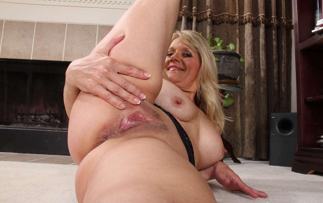 cougar blonde sexy (120)