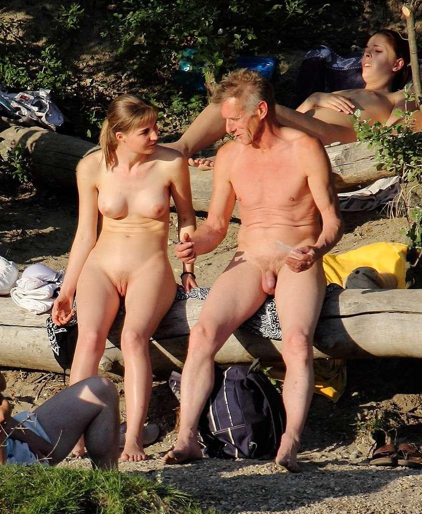 Des Couples Naturistes Qui Aiment Passer Leurs Vacances  -2370