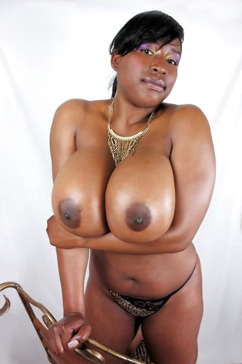 gros seins black femme canon nue