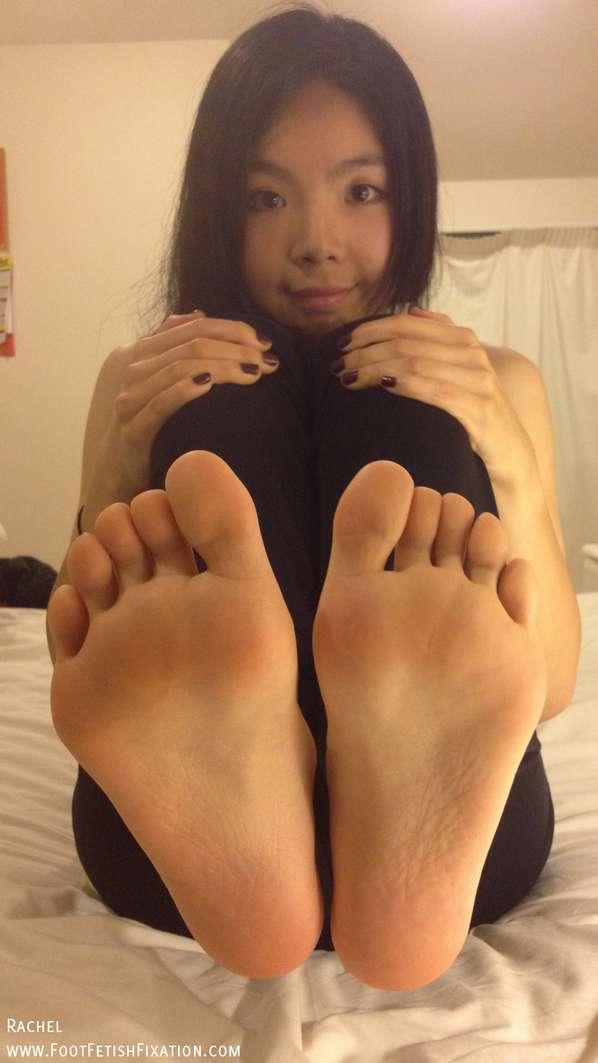fille asiatique pieds nus sexy (15)