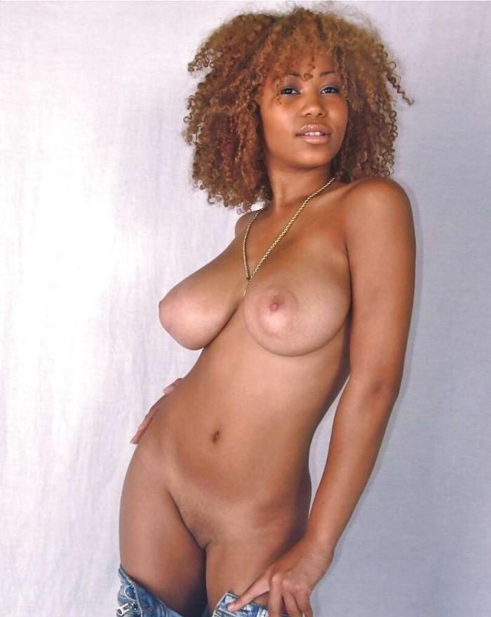 Blacks girl trop sexy qui se masturbe en webcam 5