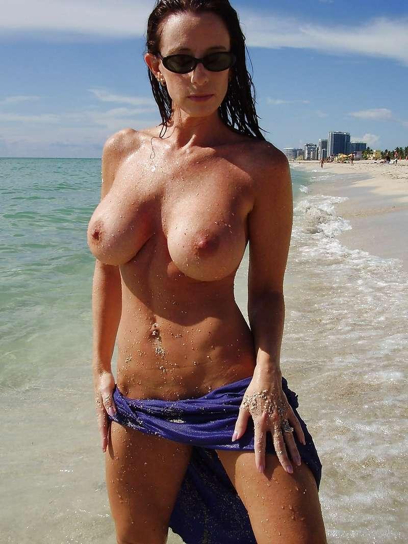 fille nue bonasse plage (14)