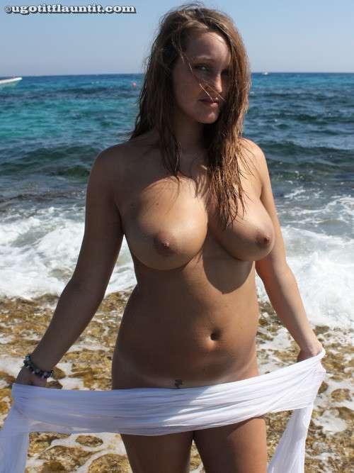 Trop bonnes ces gonzesses nues à la plage ! - 4plaisir.com