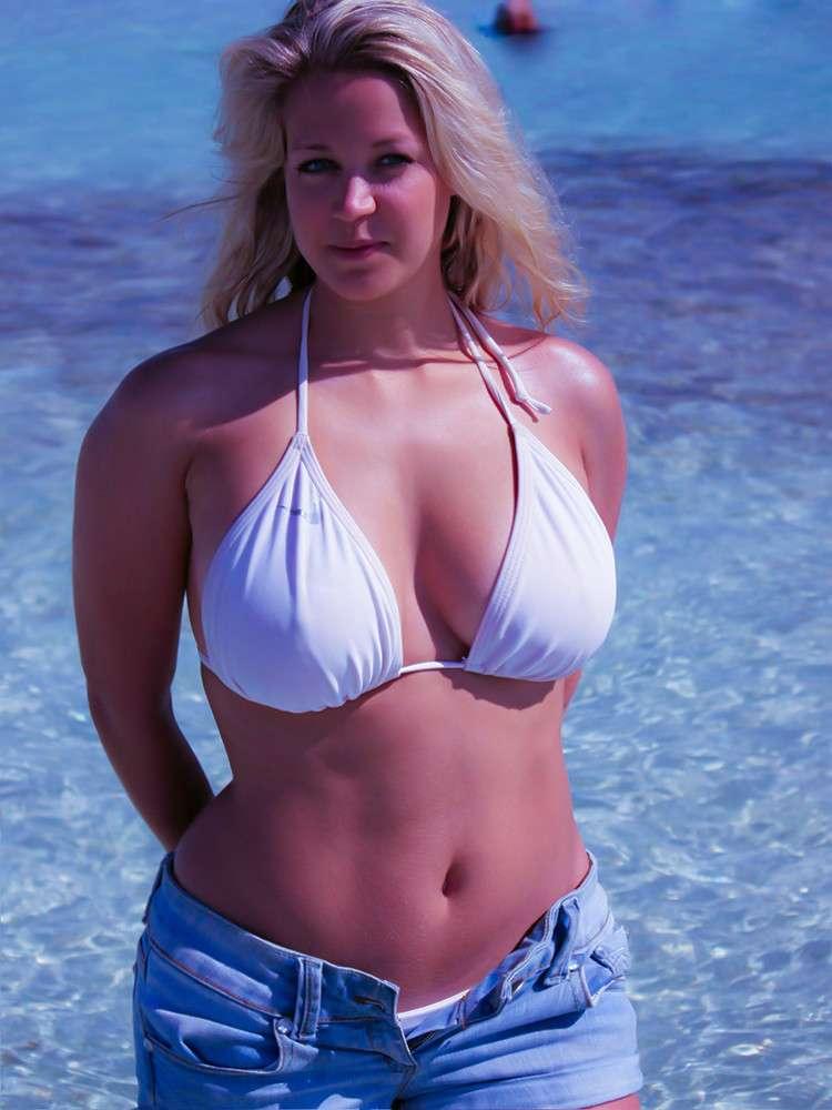 Filles Grassouillettes En Bikini Sur La Plage - 4Plaisircom-4248