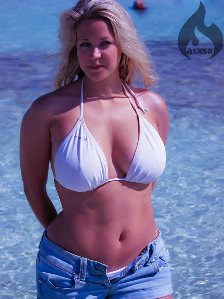 Les salopes de la plage font pter le topless avant l