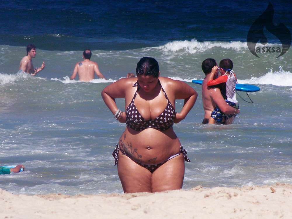 grosse bikini plage (3)