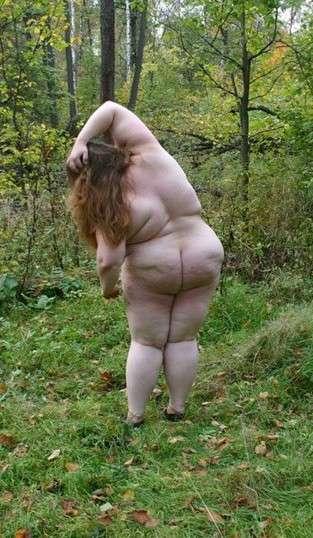 grosse nue au gros cul (13)