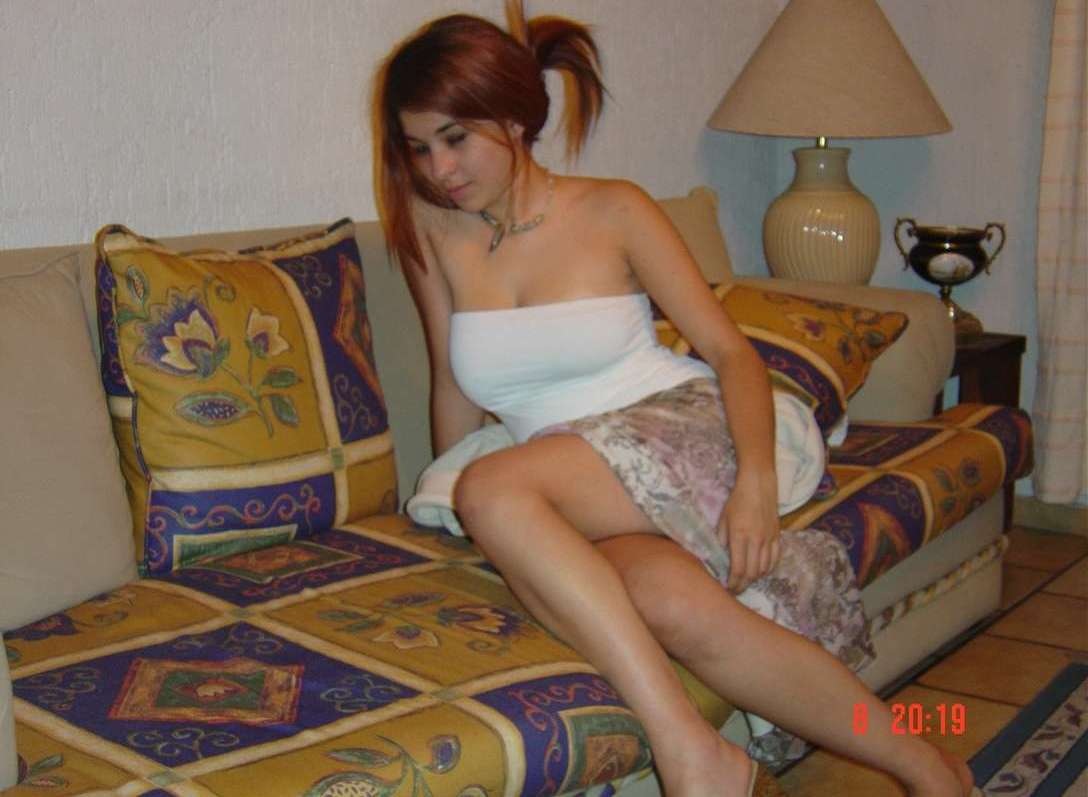 jeune brune gros seins (101)