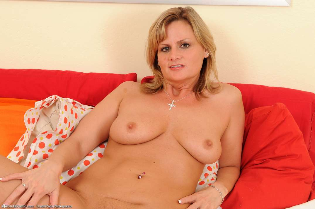 mature blonde pieds sexy (111)