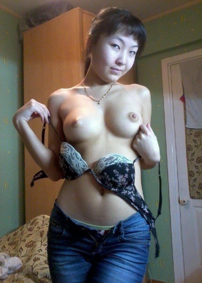 Petite Russe asiatique au cul ouvert - reference-sexecom