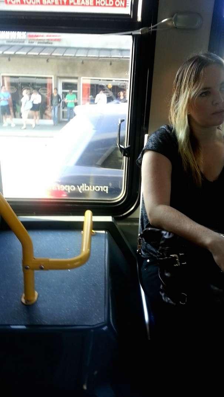 voyeur pieds nus bus (2)