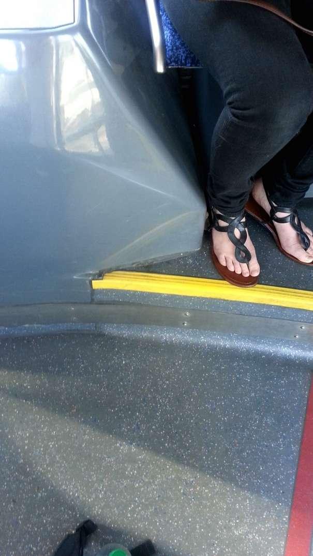 voyeur pieds nus bus (5)