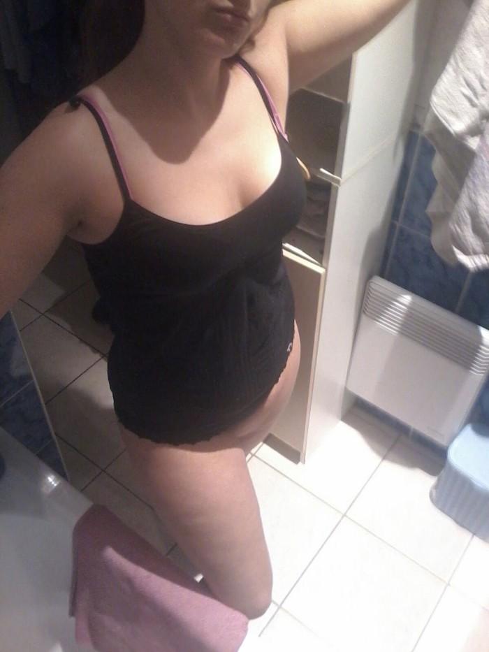 Une scne lesbienne dans la douche - Pornodinguecom
