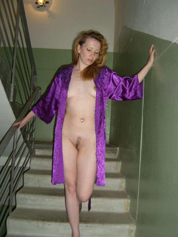 amatrice nue escaliers exhibe (18)