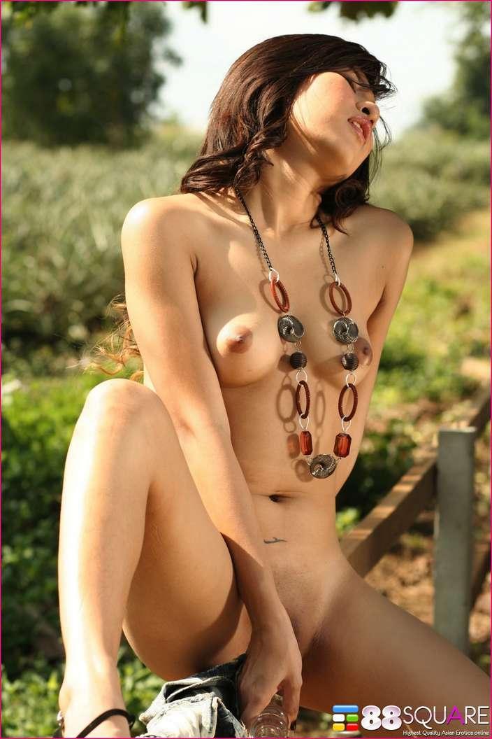 asiatique nue outdoor (108)