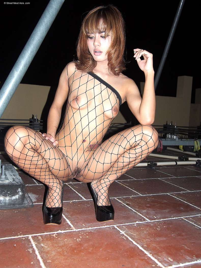 asiatique petits seins suce (100)