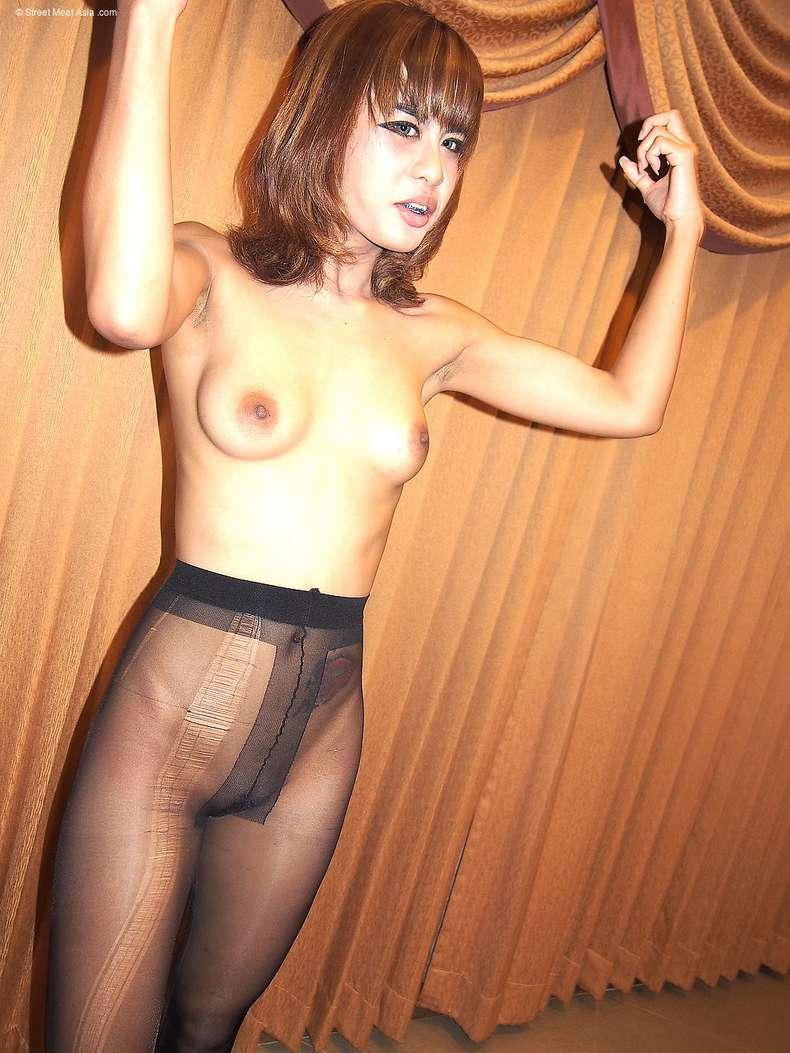 asiatique petits seins suce (138)