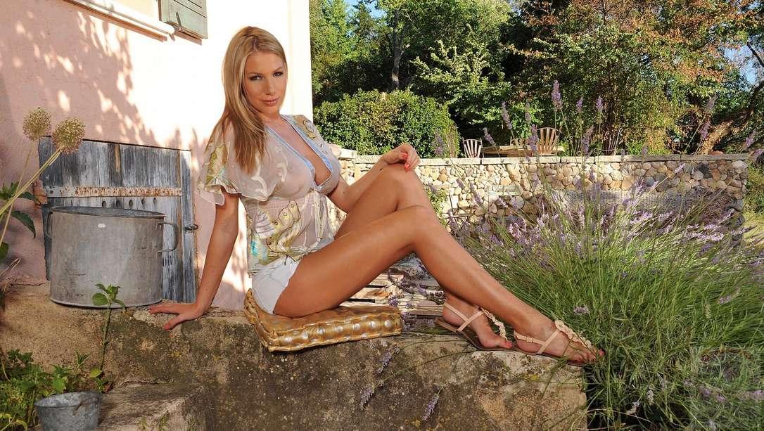 blonde bonasse nue gode (101)