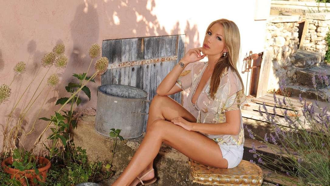 blonde bonasse nue gode (102)