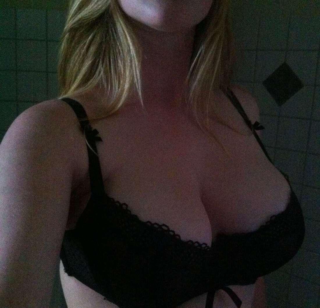 blonde nue gros seins amatrice (21)