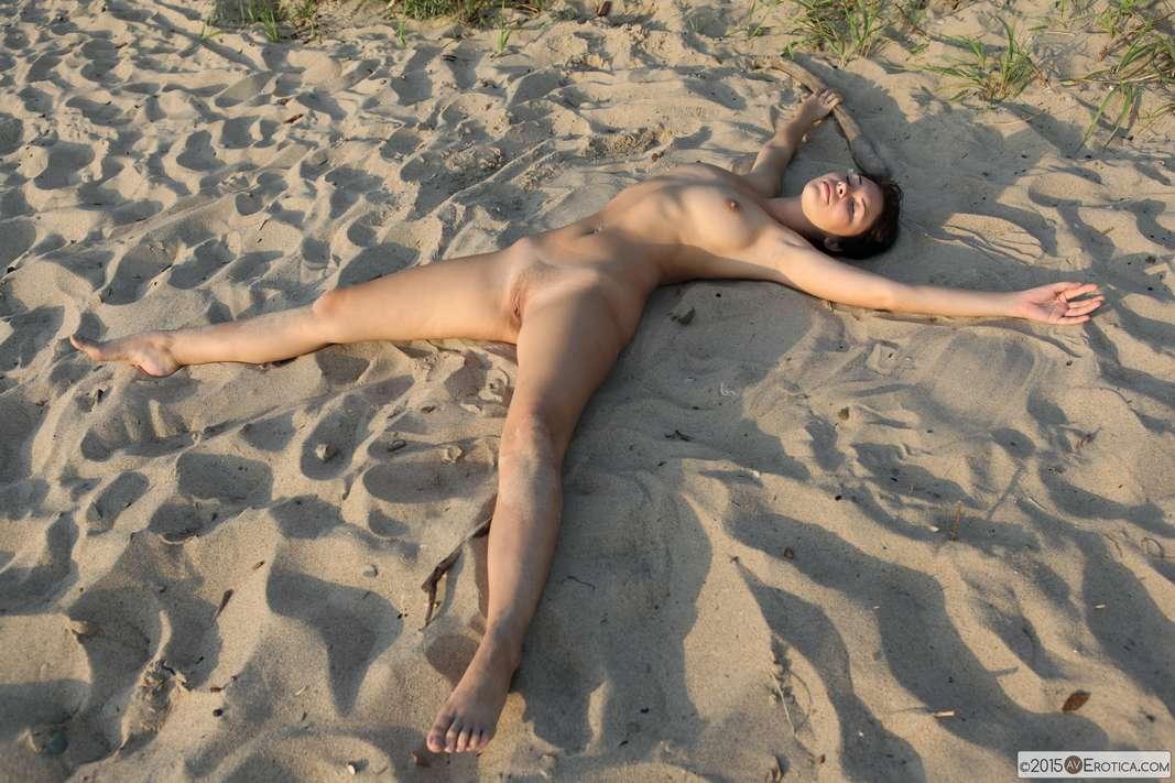 brune bonasse nue plage (108)