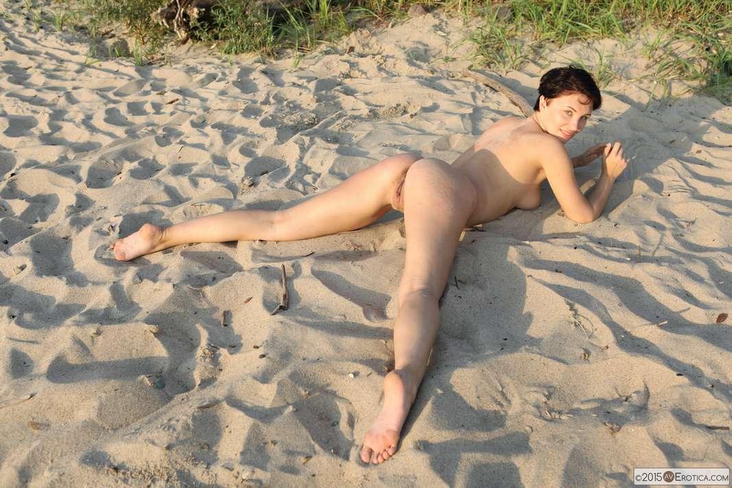 brune bonasse nue plage (110)