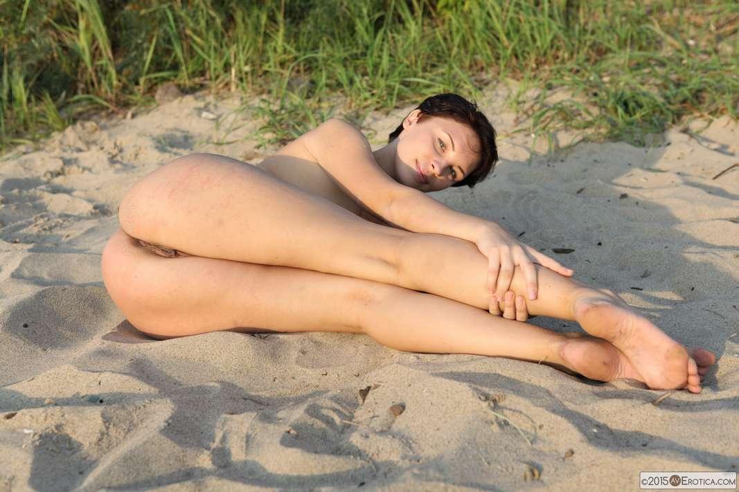 brune bonasse nue plage (115)