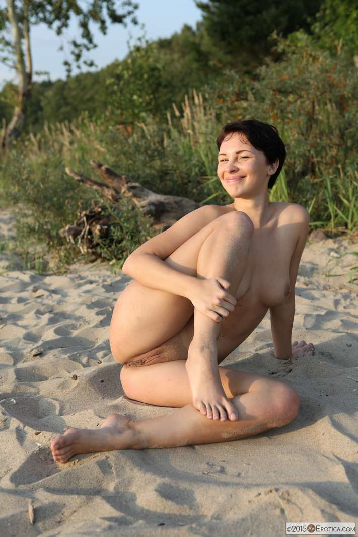 brune bonasse nue plage (119)