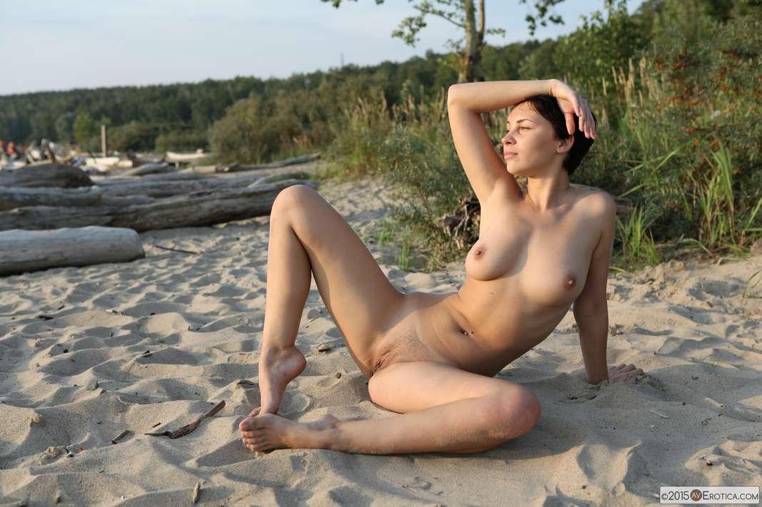 brune bonasse nue plage (120)