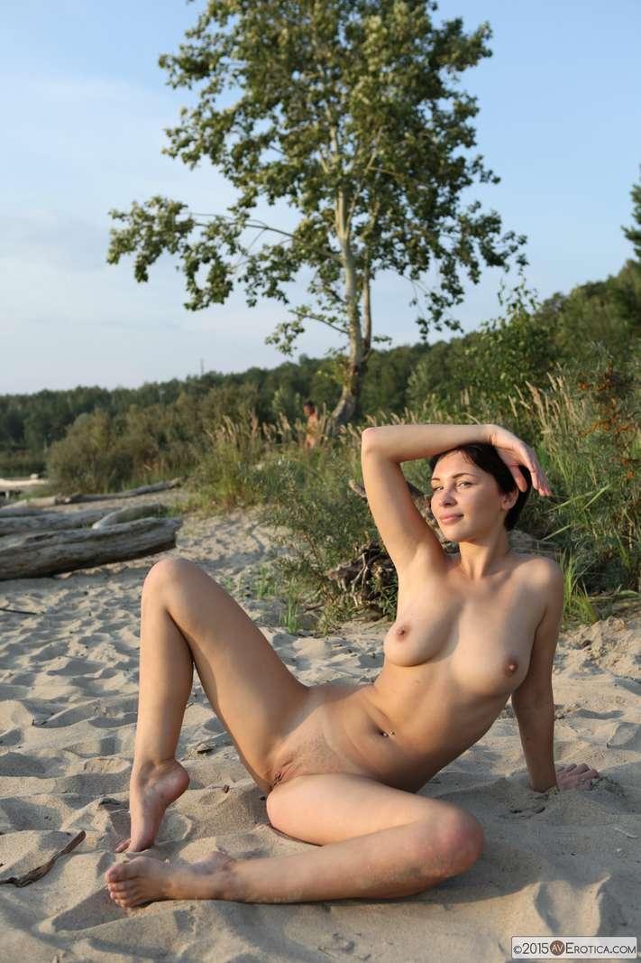 brune bonasse nue plage (121)