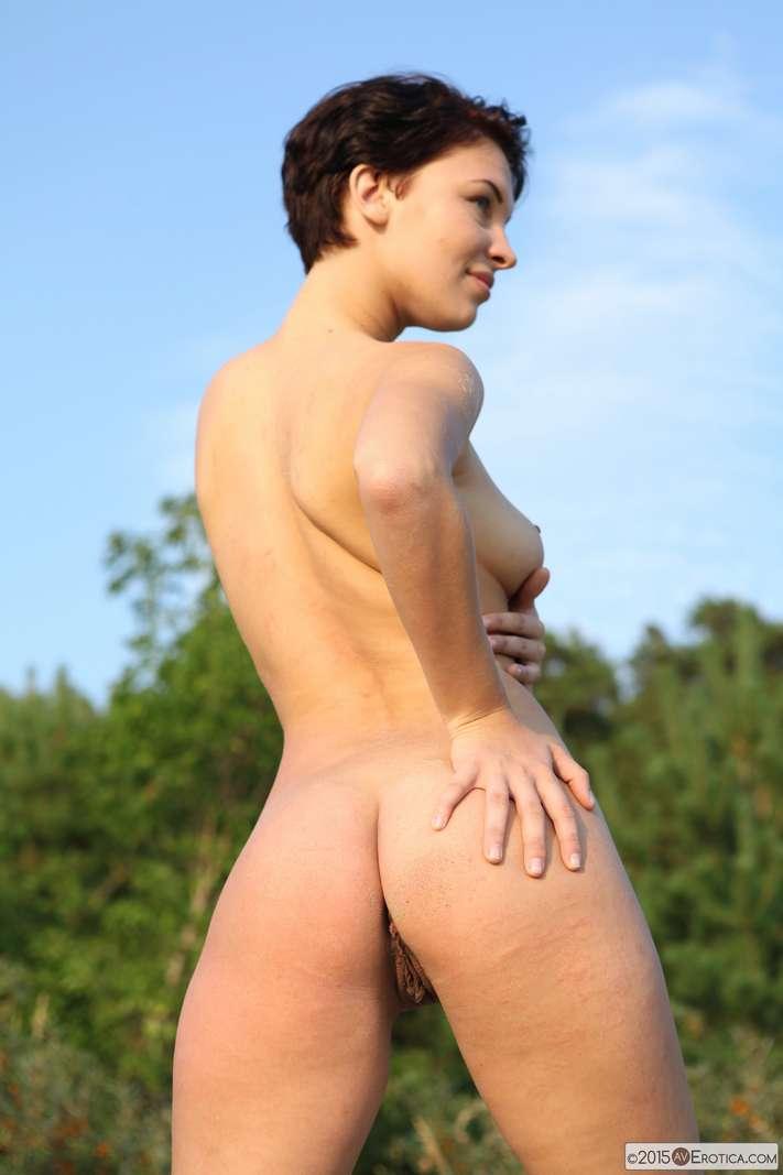brune bonasse nue plage (129)