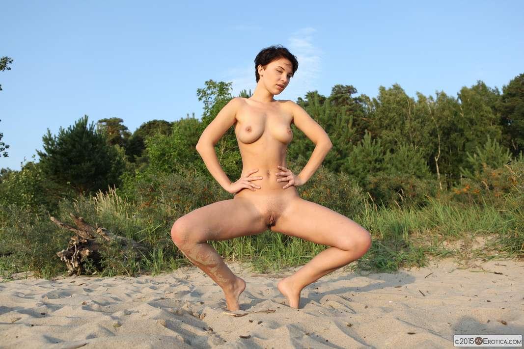 brune bonasse nue plage (131)