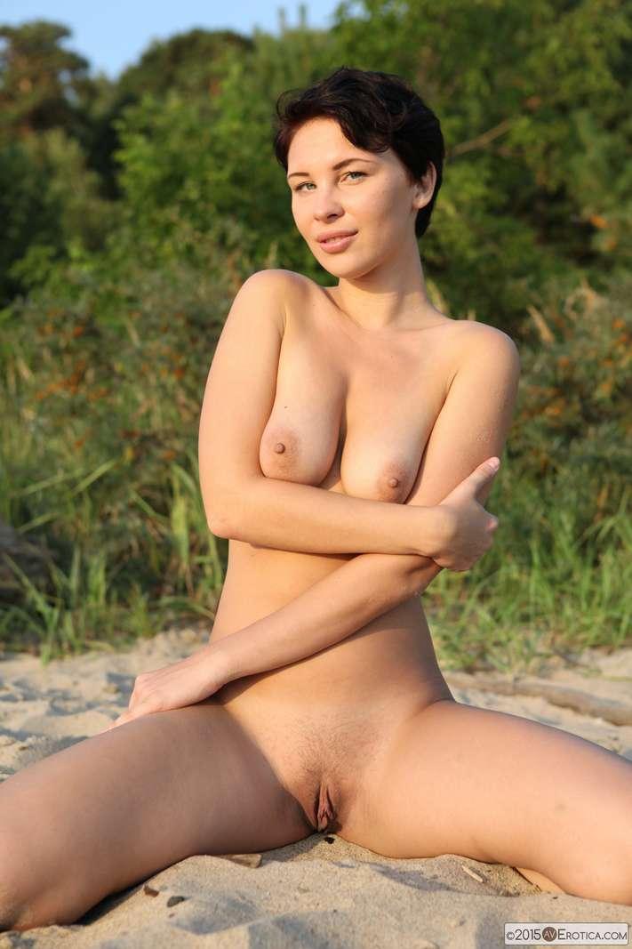 brune bonasse nue plage (135)